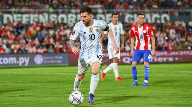 Aksi Lionel Messi saat hadapi Paraguay dalam laga Kualifikasi Piala Dunia 2022
