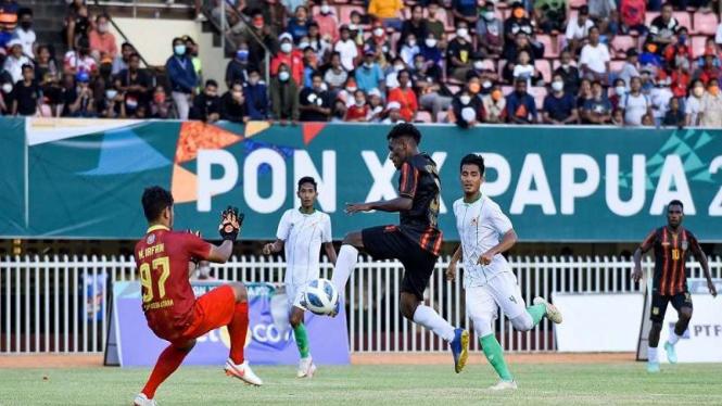 Pertandingan Papua versus Sumut di babak 6 besar PON Papua