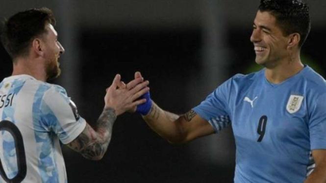 Lionel Messi dan Luis Suarez saat Argentina vs Uruguay.