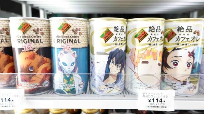 """Kopi kalengan yang di Jepang dikenal sebagai """"kan kohi""""."""