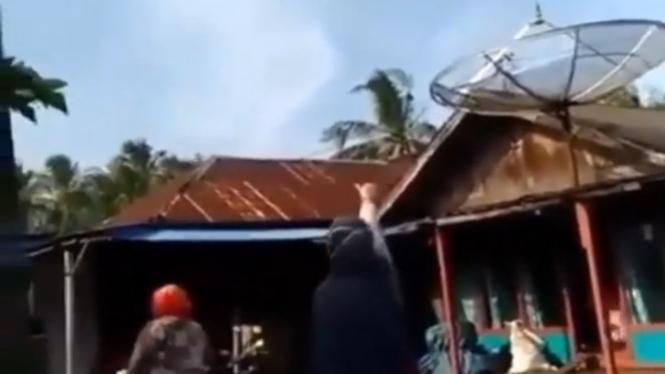Viral Angka 2 di Langit Bikin Heboh Emak-emak (Instagram/talkshow_ngakak)