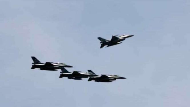 VIVA Militer: Empat jet tempur F-16 TNI Angkatan Udara