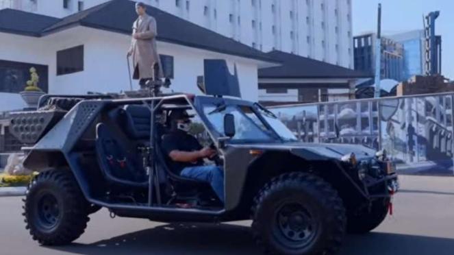 VIVA Militer: Youtuber Om Mobi kendarai rantis di Mabesad