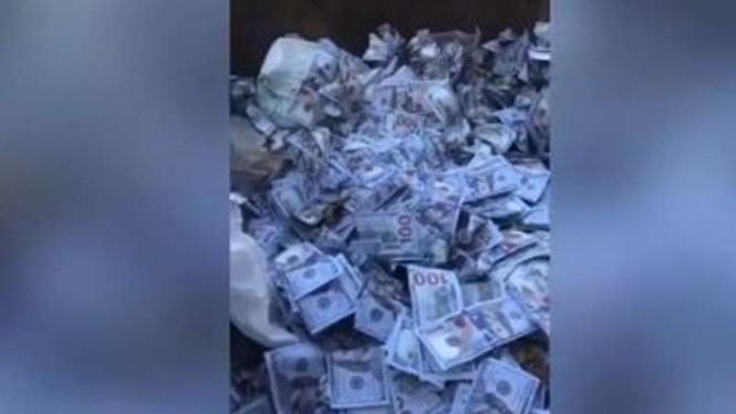 Tumpukan uang disangka dolar AS di desa di Lebanon