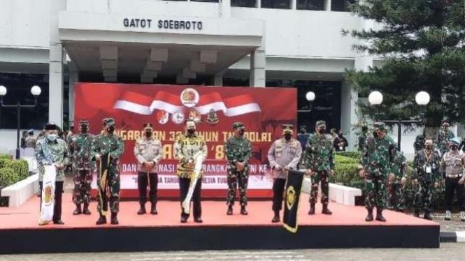 VIVA Militer: Panglima TNI hingga Ketum PBNU lepas bantuan COVID-19 di Cilangkap