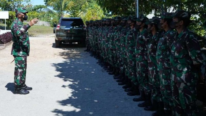 Pangdam XVIII/Kasuari, Mayjen TNI I Nyoman Cantiasa memberi arahan anggota Kowad