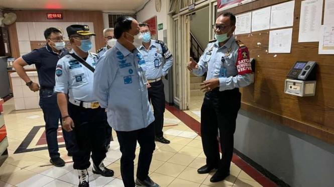 Kakanwil Kemenkumham DKI Jakarta, Ibnu Chuldun melakukan sidak ke Lapas Cipinang