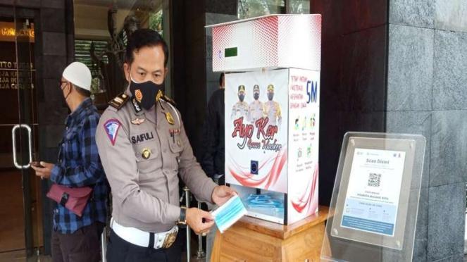 Dispenser masker di Malang, jawa Timur