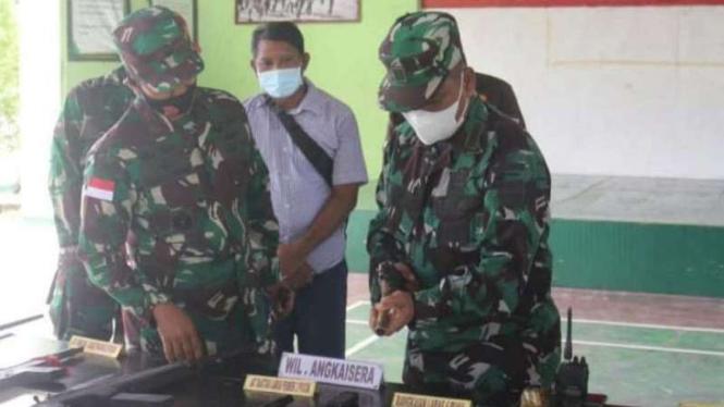 VIVA Militer: Brigjen TNI Iwan Setiawan terima penyerhan senjata simpatisan OPM