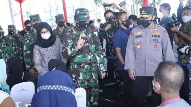 VIVA Militer: Panglima TNI, Kapolri dan KSAL tinjau vaksinasi di RSNU Mangir