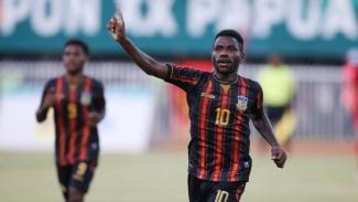 Striker Papua di PON XX, Ricky Ricardo Cawor.