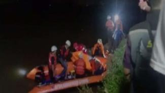 Tim gabungan melakukan evakuasi siswa yang tenggelam di sungai di Ciamis