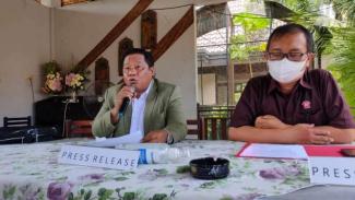 Ma'ruf Syah, kuasa hukum pelapor kasus pemalsuan merek sarung BHS di Surabaya.