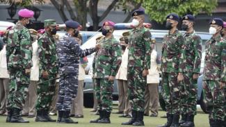 VIVA Militer: Pangkoarmada I Pimpin Gelar Pasukan untuk Percepat Vaksinasi