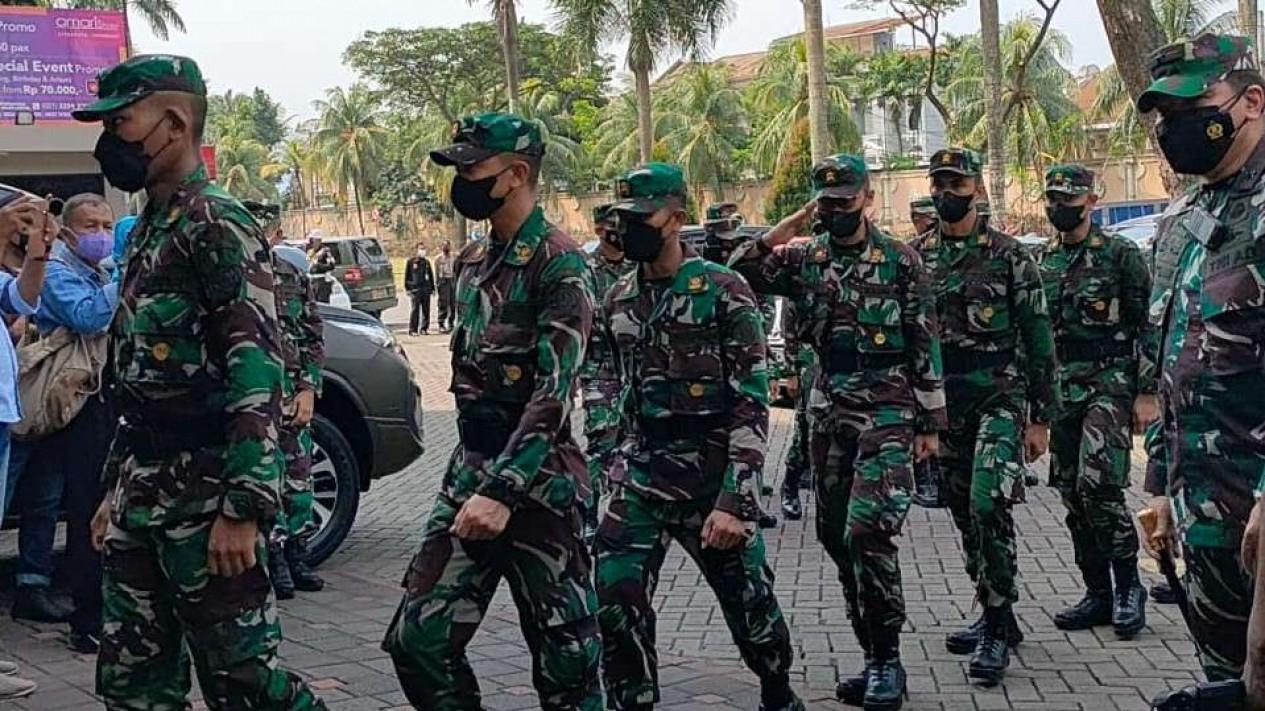 Ratusan nakes dari TNI diturunkan ke Kabupaten Tangerang.
