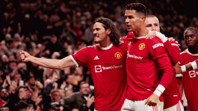 Cristiano Ronaldo dan pemain MU merayakan gol