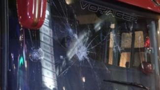 Penampakan bus Arema yang diserang