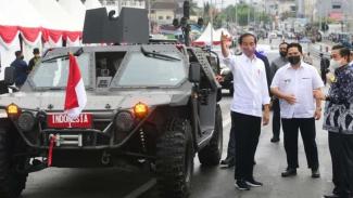 Presiden Jokowi Jajal Jembatan Sei Alalak Banjarmasin Gunakan Mobil Rantis