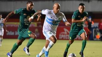 Pertandingan Liga 1 2021/22 antara Persebaya vs Persela.