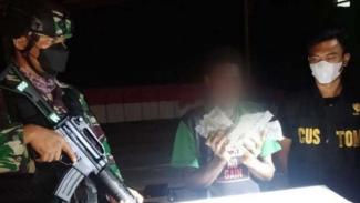 VIVA Militer: Satgas Pamtas Yonif 131/Brs tangkap penyelundup ganja