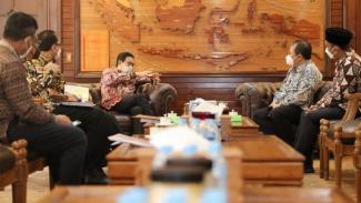 Mendes PDDT Halim Iskandar bertemu dengan Bupati Jember Hendi Siswanto.