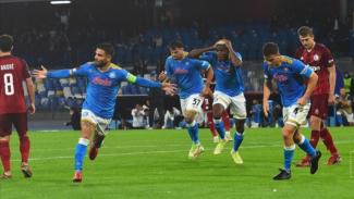 Para pemain Napoli merayakan gol.