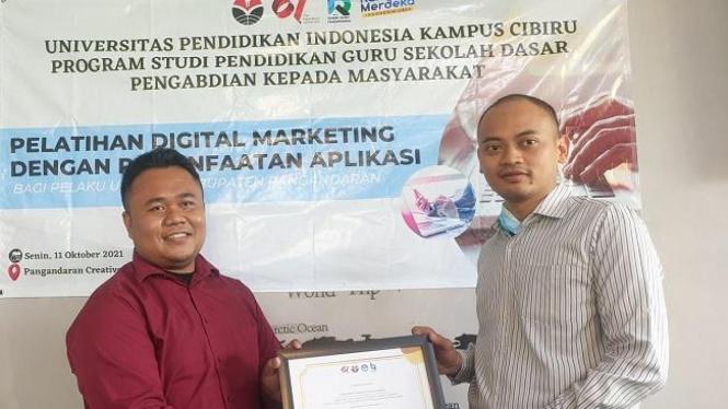 Pelatihan Digital Marketing dengan Pemanfaatan Aplikasi UMKM Kabupaten Pangandaran.