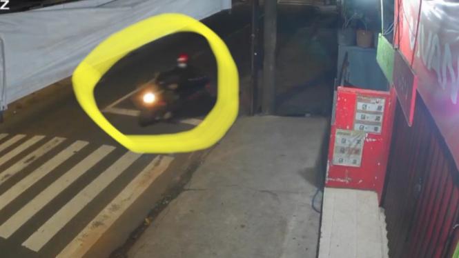 Maling bawa kabur 4 motor sekaligus di jalan Ulujami Raya.