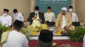 Ketua Umum Partai Golkar Airlangga Hartarto saat meresmikan masjid.