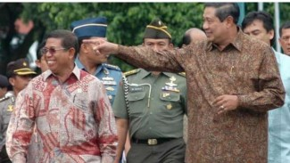 VIVA Militer: Letjen TNI (Purn) Sudi SIlalahi bersama Presiden RI ke-6, SBY