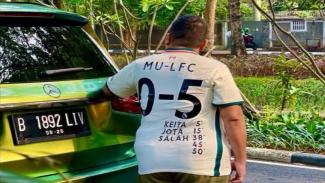Orang Indonesia pakai jersey Liverpool
