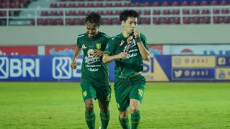 Pemain Persebaya Surabaya, Taisei Marukawa merayakan gol