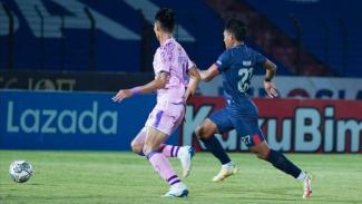 Pertandingan Arema FC vs Persita Tangerang.