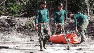 VIVA Militer: Pelatih Marinir Puslatpur 9 bersihkan rahlat dari bahan peledak