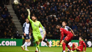 Penyerang Liverpool, Divock Origi mencetak gol ke gawang Preston