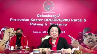 Ketua Umum PDIP Megawati Soekarnoputri meresmikan patung Bung Karno virtual