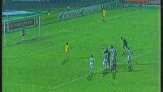 https://thumb.viva.co.id/media/frontend/vthumbs2/2010/02/22/14116_penalti_menangkan_arema_atas_persebaya_325_183.jpg