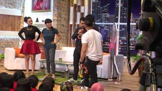https://thumb.viva.co.id/media/frontend/vthumbs2/2015/12/31/bts-pesbukers-saat-syuting-04_5685263809ab3_viva_co_id_325_183.jpg