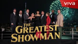https://thumb.viva.co.id/media/frontend/vthumbs2/2017/12/18/the-greatest-showman-witness-the-spectacle-episode-5-red-carpet_5a37bd3c10347_viva_co_id_325_183.jpg